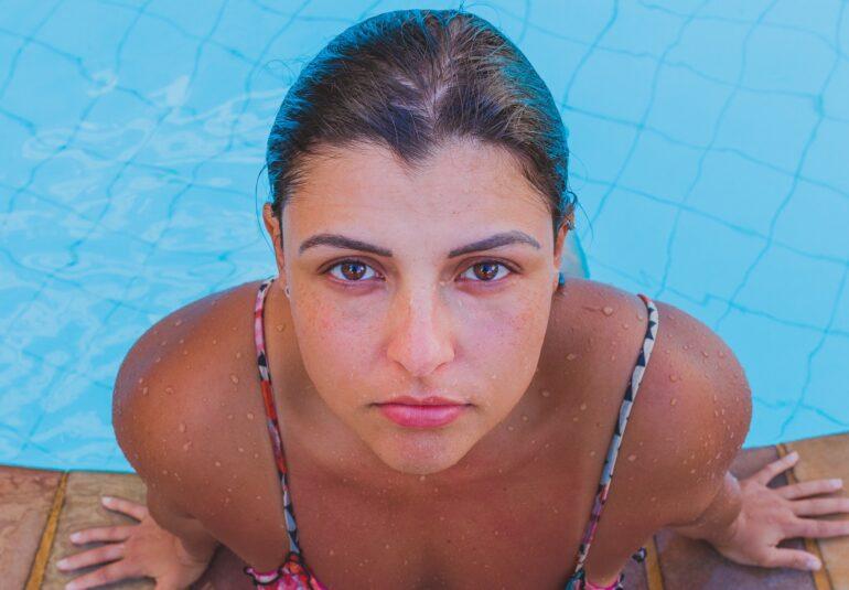 apa piscina ochi rosii