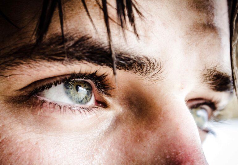 alergie la ochi